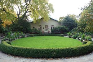Fragrance_Garden_-_Brooklyn_Botanic_Garden_-_Brooklyn,_NY_-_DSC07926