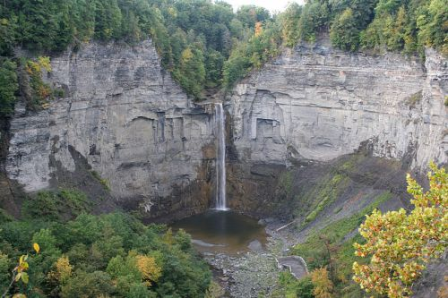800px-Taughannock_Falls_overlook
